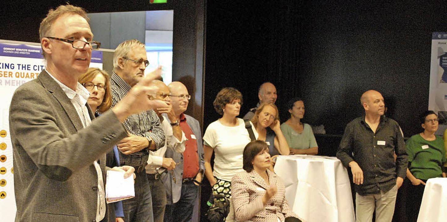 Frank Leichsenring (links), hier in einer Arbeitsgruppe des Zukunftsforums   | Foto: Thomas Loisl Mink