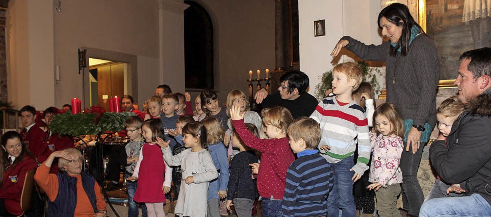 Mit viel Freude waren die Kleinen aus ...ssingen des Musikvereins Istein dabei.  | Foto: Reinhard Cremer
