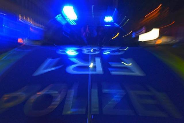 Zwei Männer in Weingarten aus dem Auto gezerrt und verprügelt