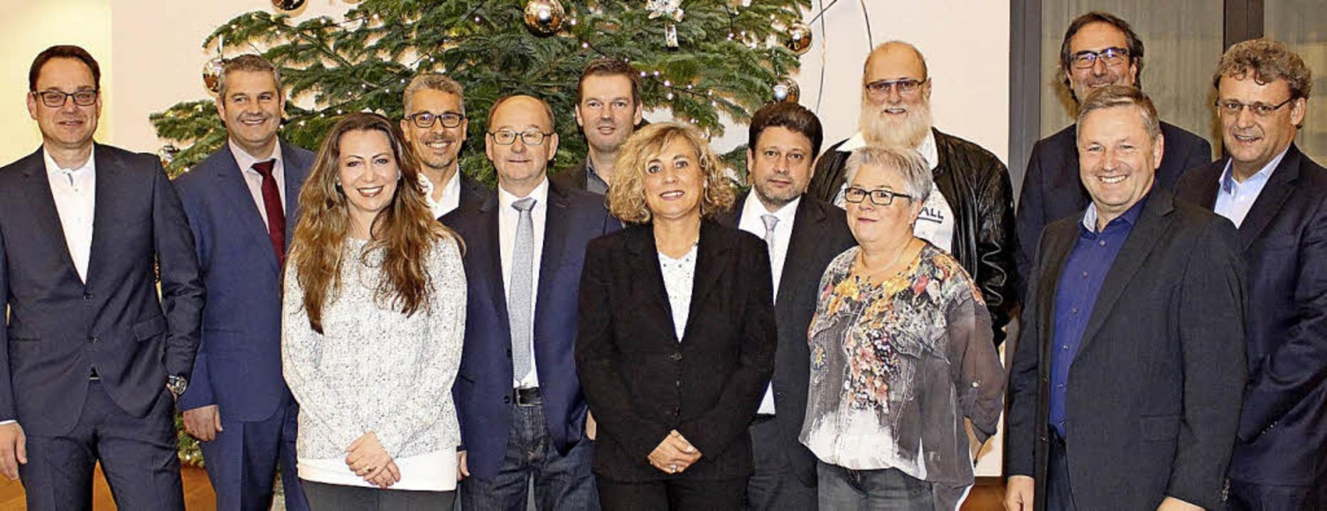 Jörg Dehler (links), Vorstandssprecher...Mitarbeiterinnen und Mitarbeiter aus.   | Foto: Privat