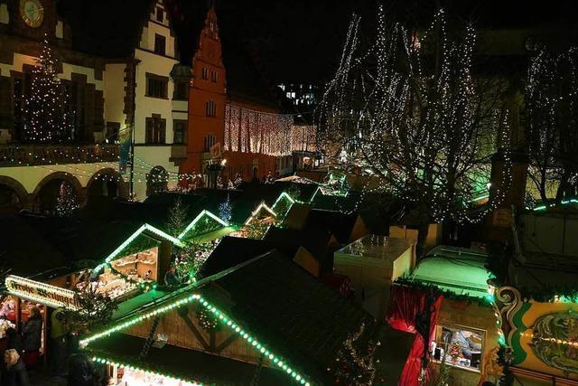 Schweigeminute auf dem Weihnachtsmarkt für die Opfer des Anschlags in Berlin