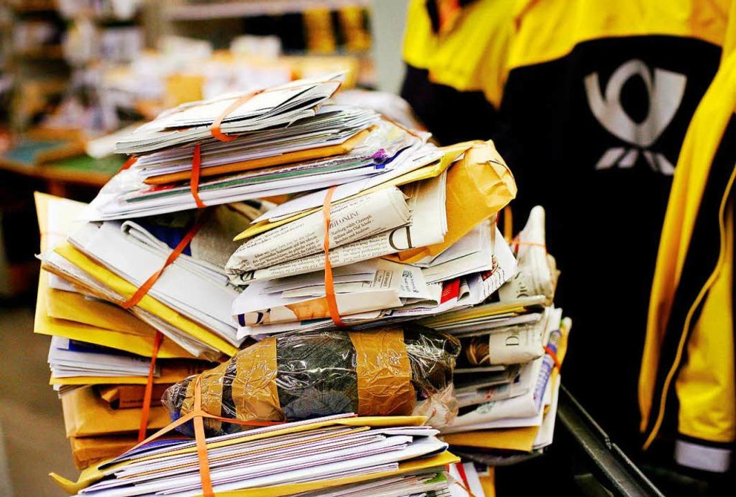 Briefe werden durch die elektronische Post verdrängt.   | Foto: DPA