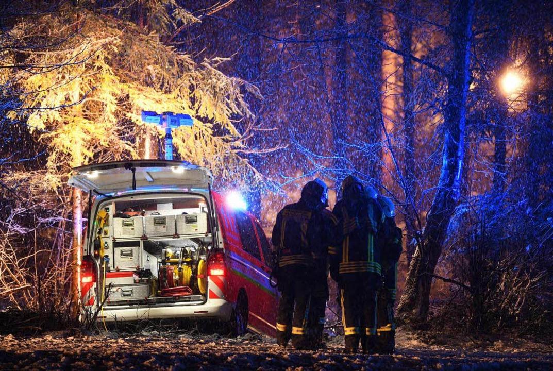 Nach dem Flugzeugabsturz mit drei Tote...en seinen Betrieb vorerst eingestellt.  | Foto: dpa