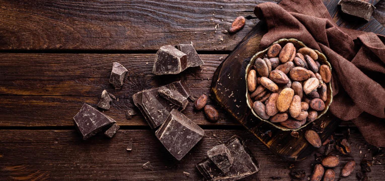 Kakaofrüchte liefern Kakaobohnen (Bild...Halbbitter oder Zartbitter verführen.   | Foto: adobe.com