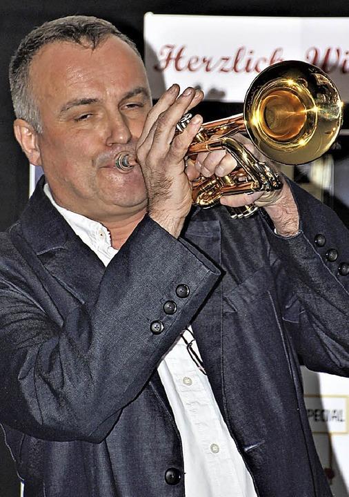 Trompeter und Organisator Michael Bolz bei seinem fulminanten Kurzauftritt.   | Foto: Werner Schnabl