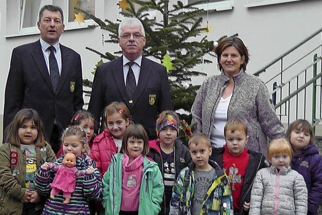 Polizeichor Lahr spendet Tanne