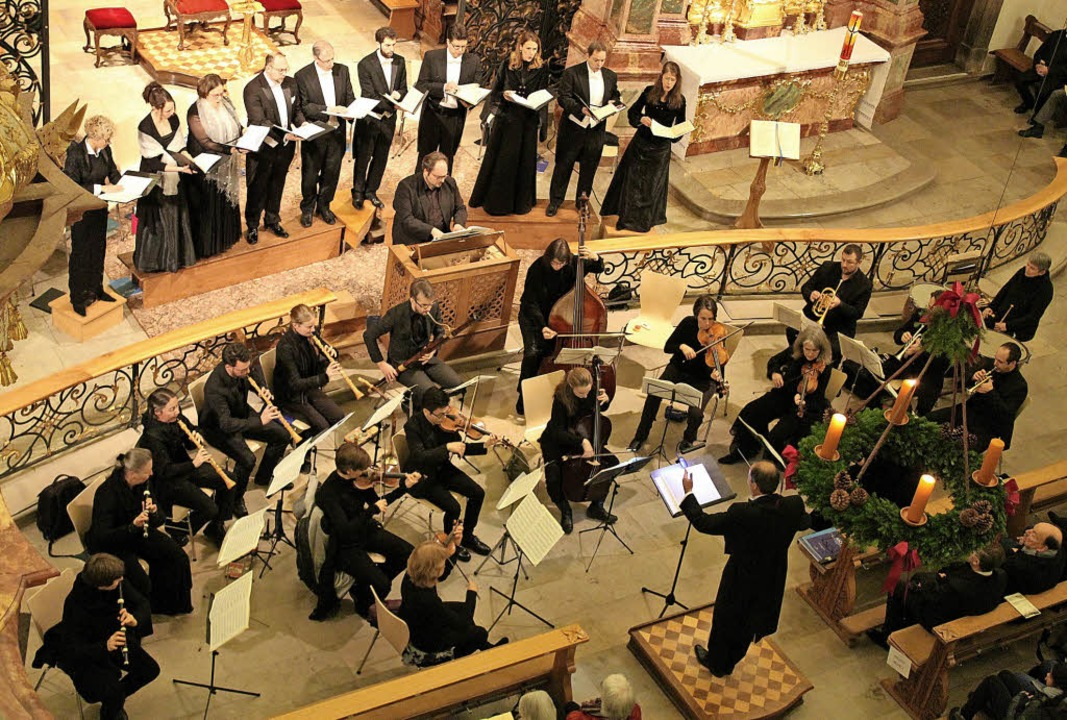 Unter der Leitung von Johannes Götz bo...eihnachtskonzert in der Barockkirche.   | Foto: Erich Krieger
