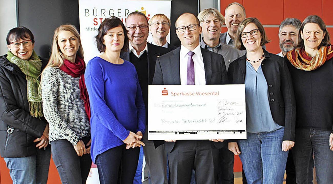 Die Benefiz-Gala im Oktober erbrachte ...ke, Wolfgang Gerth und Ulrike Binder.   | Foto: Anja Bertsch