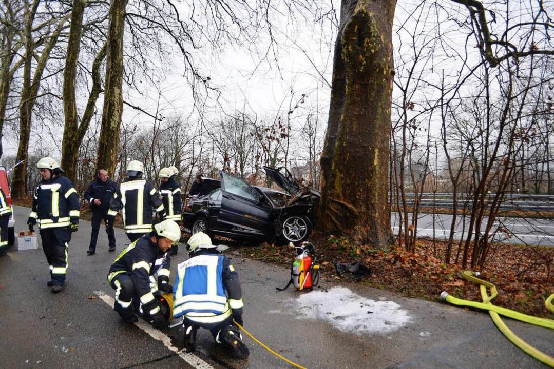 Frontalaufprall auf einen Baum bei Suggental, den der Fahrer nicht überlebte.     Foto: nikolaus Bayer