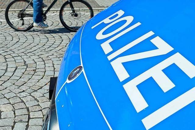 Polizei ermittelt: In der Backware steckte eine Nadel