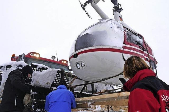 Notgelandeter Hubschrauber geborgen