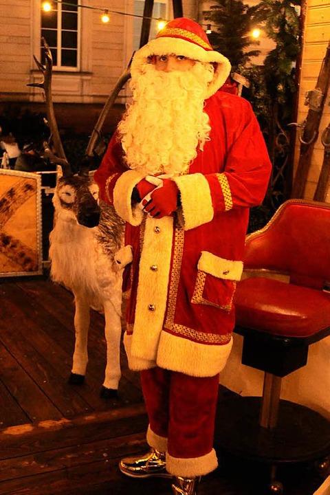 In diesem Jahr fährt Fernando Traber d...ngste Weihnachtsmann auf dem Hochseil.  | Foto: Joshua Kocher