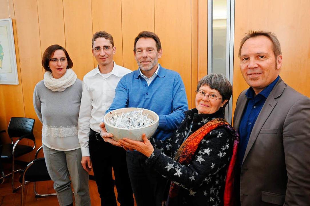 Dorfstübli-Vertrag:  Stiftungsvertrete...s Teulière sowie  Tobias Hohenstatter.  | Foto: Robert Bergmann