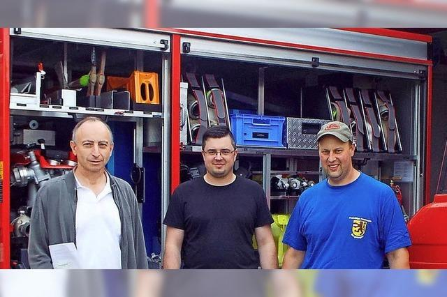 Feuerwehr und Gemeindehalle bergen Zündstoff