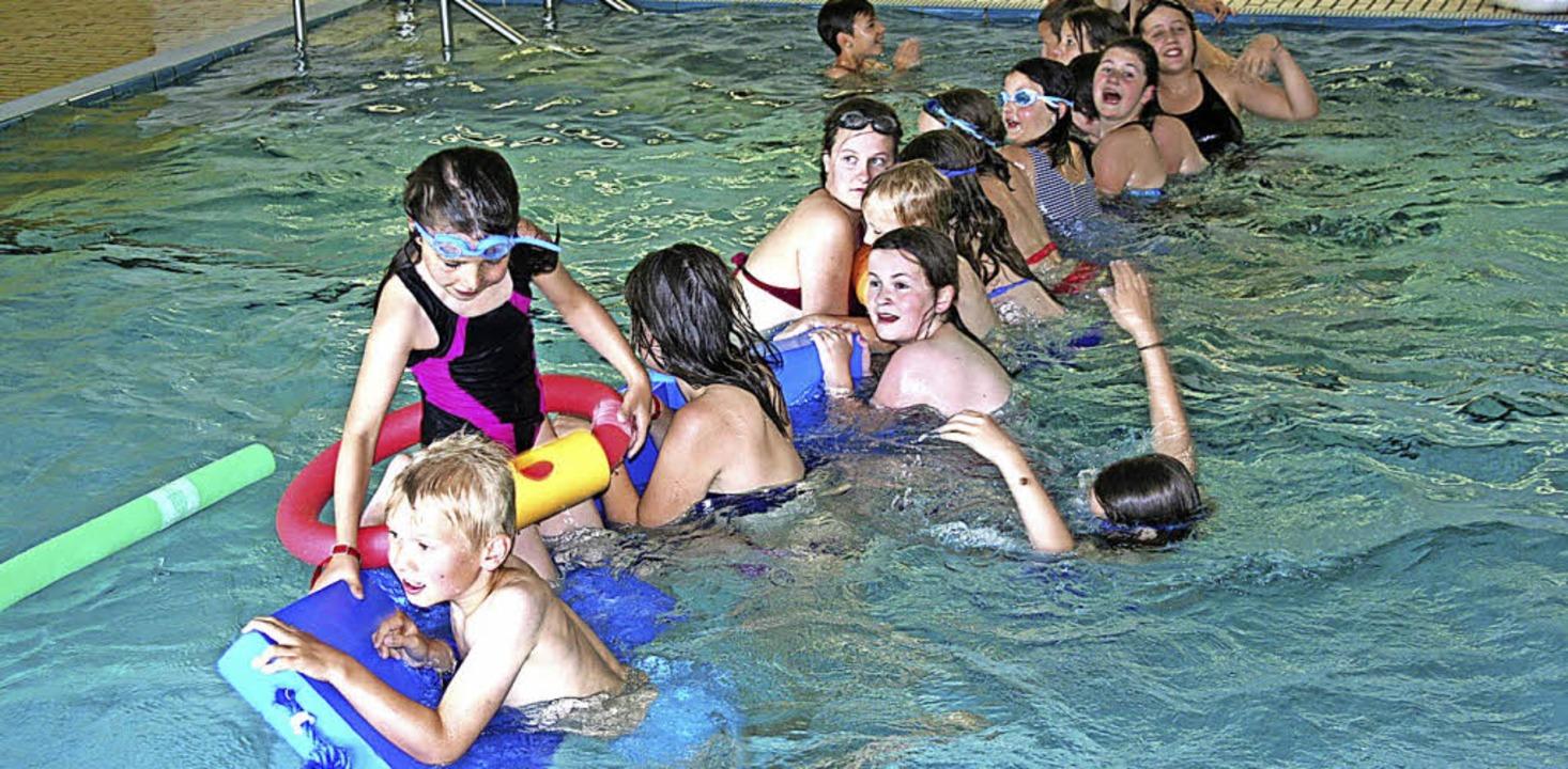 Spiel und Spaß im Wasser, dafür sorgt der Förderverein.   | Foto: Maurer