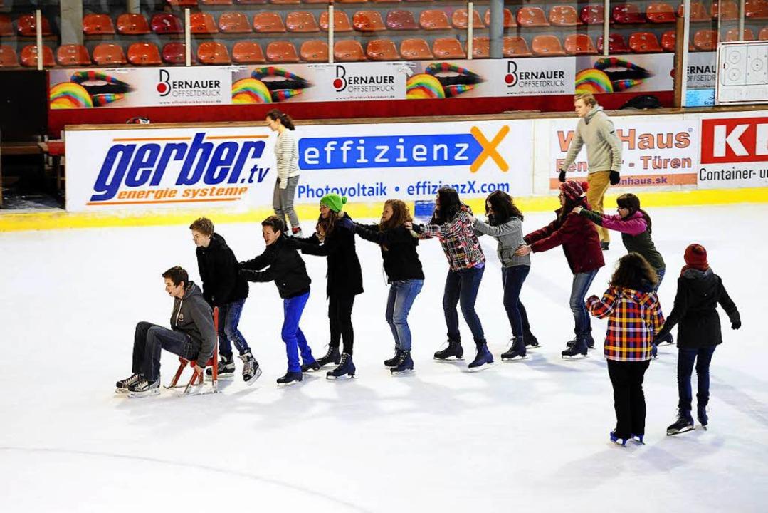 Rund 70.000 Schlittschuhläuferinnen un...n der Saison 2016/17 in die Eishalle.   | Foto: Thomas Kunz (Archiv)