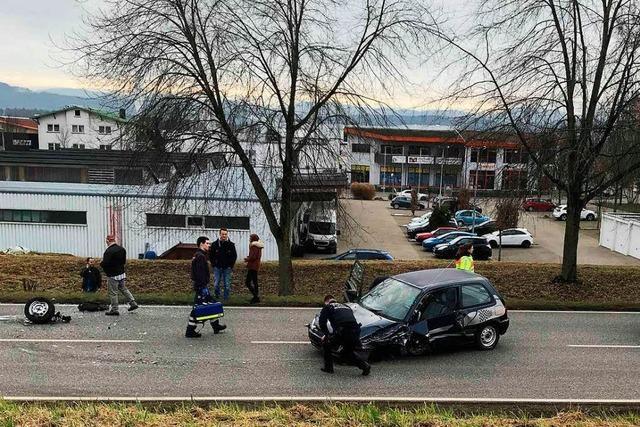 Rheinfelden: VW schleudert Böschung hinab