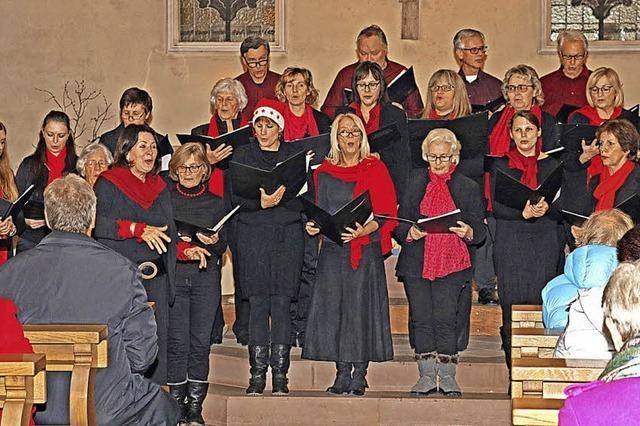 Weihnachtlicher Gesang erfreut Herzen der Menschen