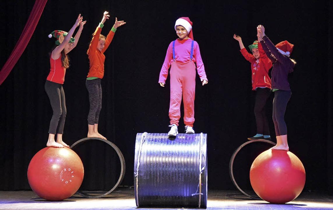 Ein bezauberndes Programm bot der Zirkus Spiedo.   | Foto: Heinz Vollmar