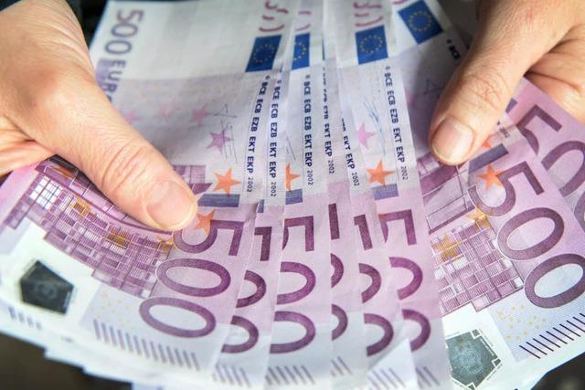 Vogtsburgerin entdeckt 10.000 Euro und übergibt sie der Polizei