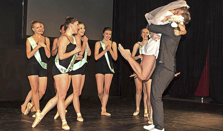 Klassisches Ballett gehört auch zum Re...ust, getanzt für die Hochzeits-Szene.   | Foto: Hermann Kurz