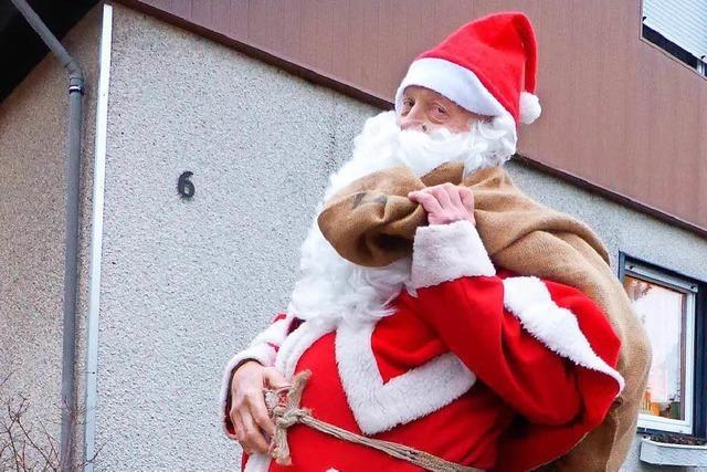 Der Rheinfelder Weihnachtsmann im Mode-Check