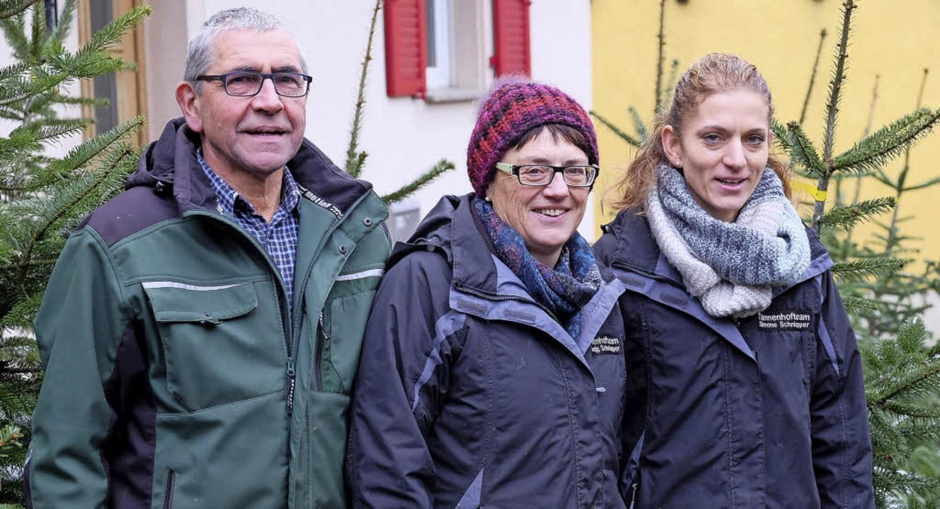 Paul, Gerlinde und Simone Schniepper vom Tannenhof in Ballrechten-Dottingen   | Foto: Martin Pfefferle