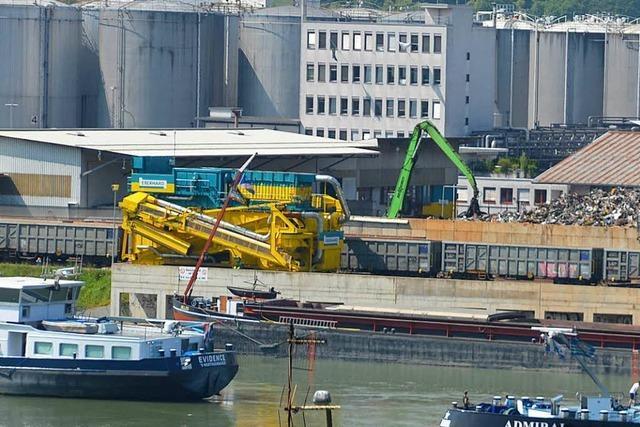 Am zweiten Feiertag wird im Hafen Birsfelden gearbeitet