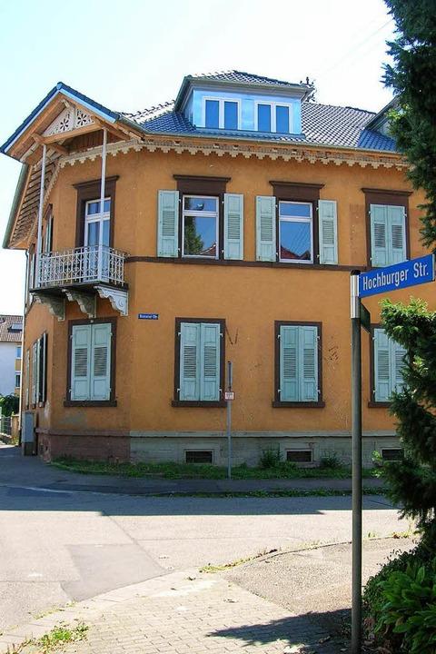 In dieses Haus an der Hochburger Straß...sitz und das betreute Wohnen umziehen.  | Foto: Sylvia-Karina  Jahn
