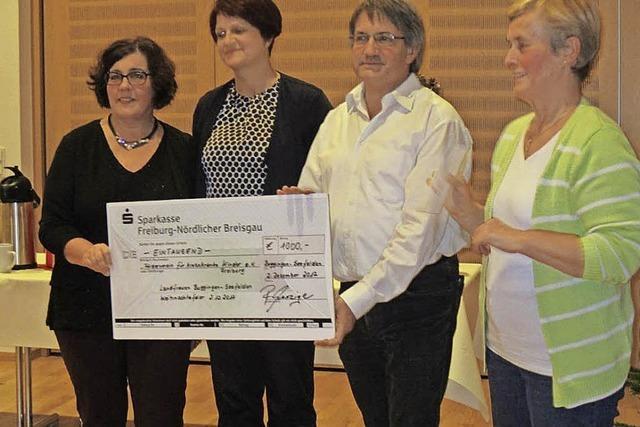 Landfrauen spenden 1500 Euro für Förderverein