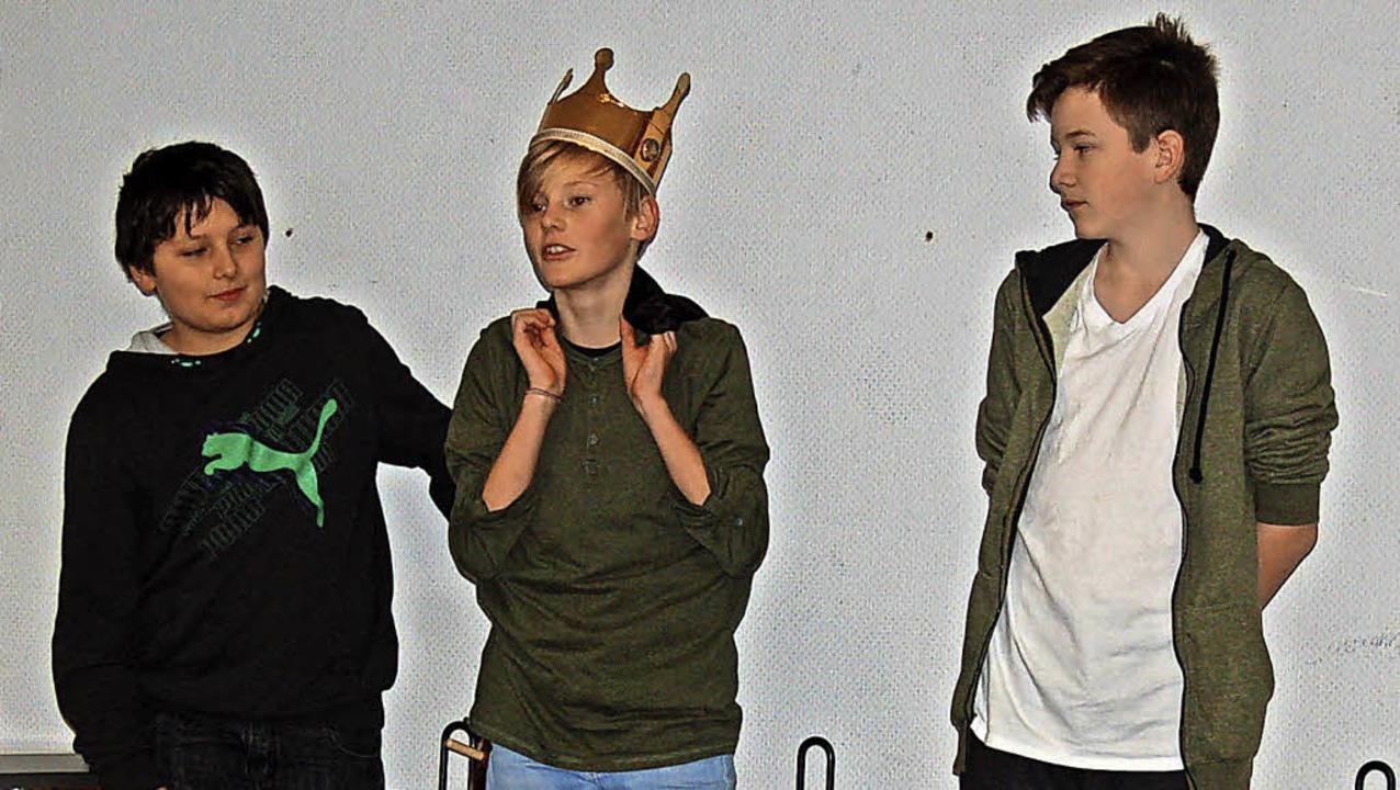 """Brandon, Joshua und Jakob tragen den """"Erlkönig"""" vor.    Foto: Claudia Renk"""