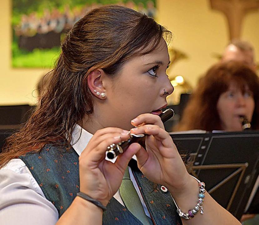 Konzentriert sind die Musiker bei der Sache.  | Foto: Wolfgang Scheu