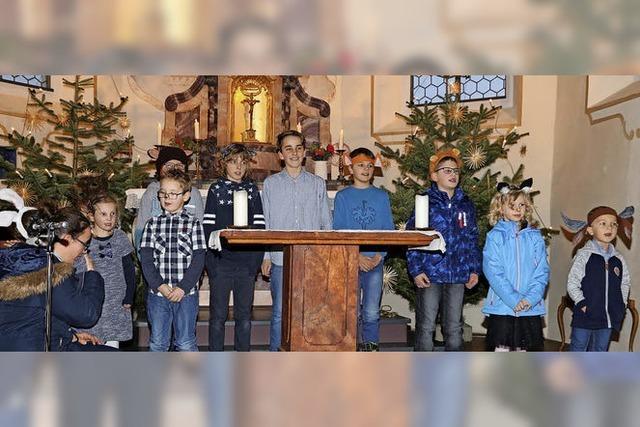 Tierische Krippenfeier in der Kirche in Boll