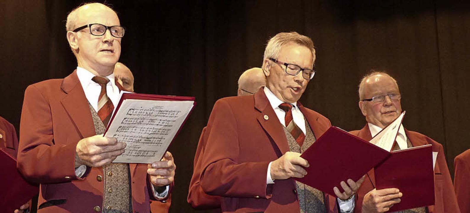 In doppelter Funktion unterwegs ist Bü...ederkranz-Sänger Jürgen Guse (Mitte).   | Foto: Rainer Bombardi