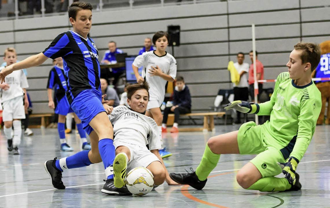 Zur Sache ging es bei den D-Junioren (... Sascha Kopp (rechtes Bild von links)   | Foto: Sebastian Köhli