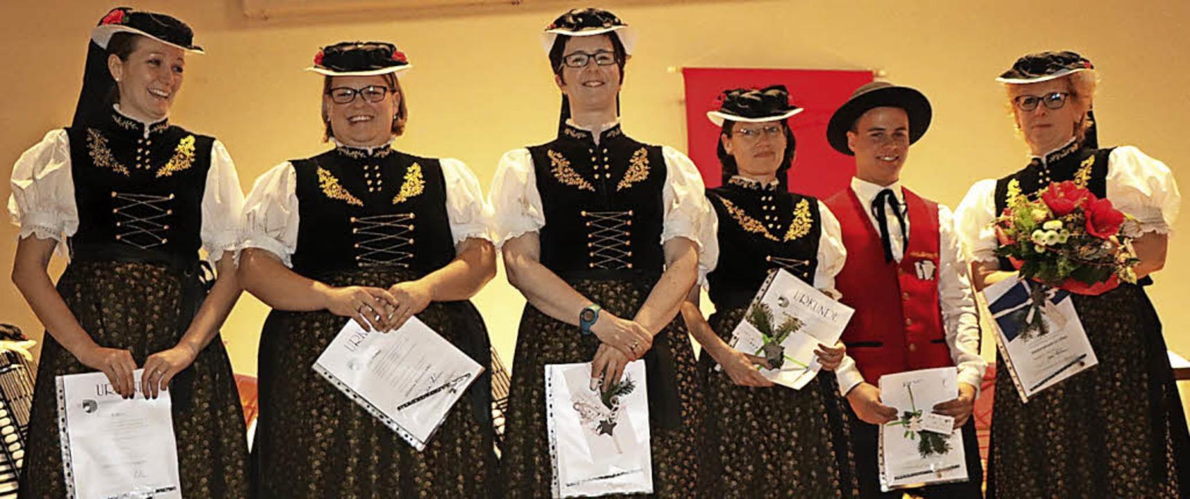 Die Trachtenakkordeongruppe Hinterzart..., Felix Kapp und Sabine Winterhalder.   | Foto: DIETER MAURER