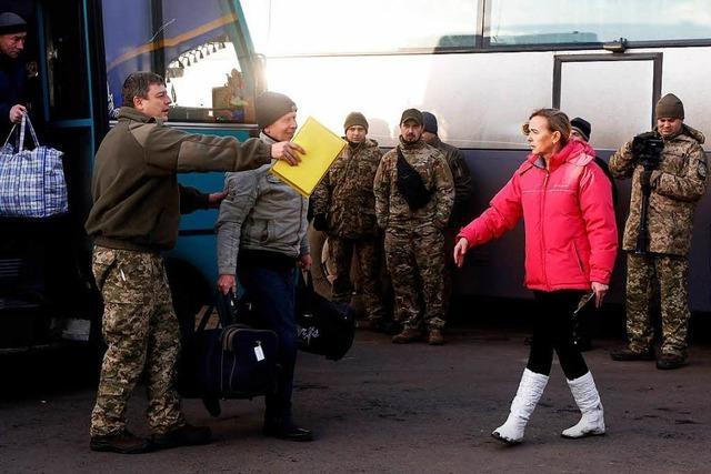 Ukraine und Separatisten tauschen Hunderte Gefangene aus