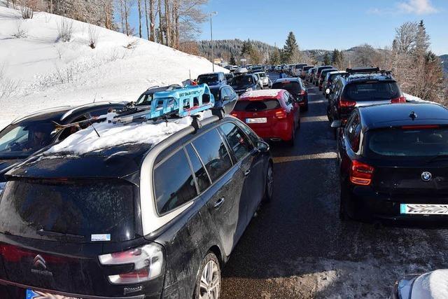 Blechlawine am Feldberg: Die Autos stauten sich bis zur Seesteige