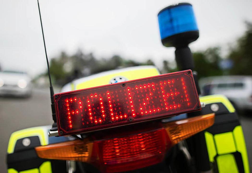 Glimpflich ging ein schwerer Unfall am...ren Auto sich auf der L139 überschlug.  | Foto: dpa