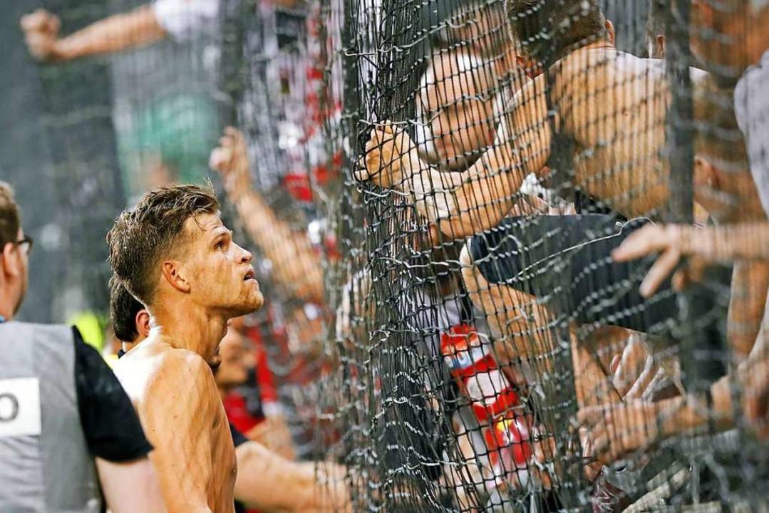 Frust im Sommer: Florian Niederlechner...en SC-Fans in Slowenien etwas erklären  | Foto: Michael Heuberger