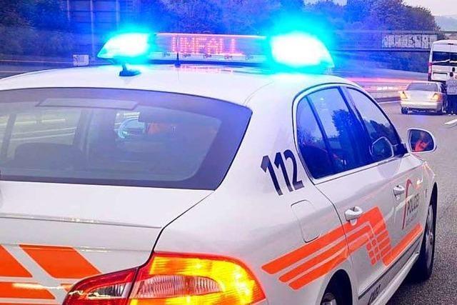 Frau überquert Autobahn zu Fuß: Tödlicher Unfall bei Pratteln
