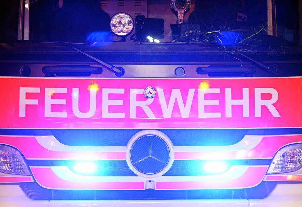 Für Feuerwehr, Polizei und Rettungsdie...1; mit unschönen Begleiterscheinungen.  | Foto: Patrick Seeger