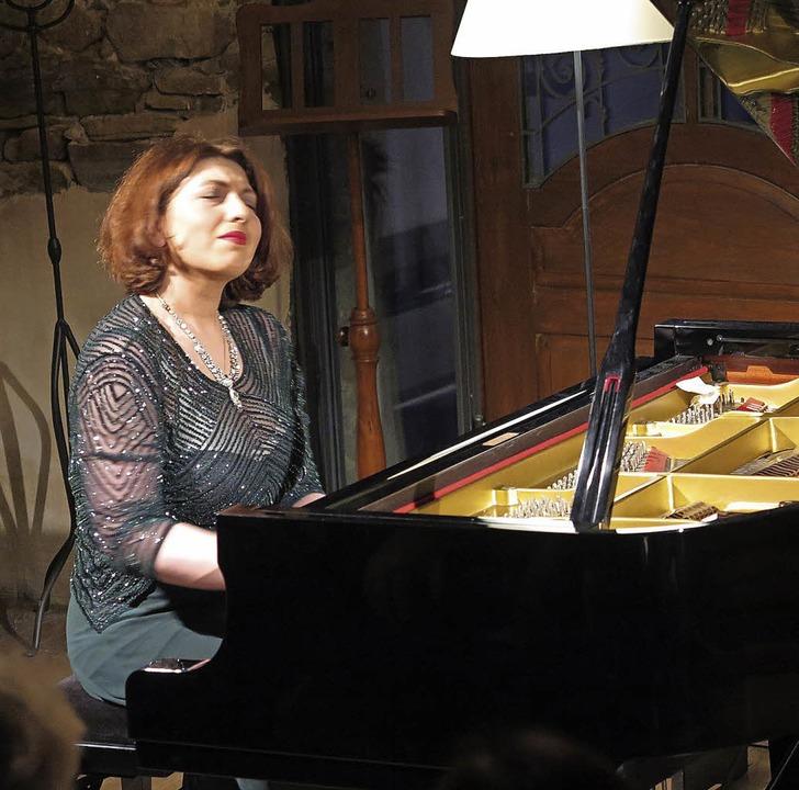 Weltklassik am Klavier: Mzia Jajanidze...f Güntert in Laufen beim innigen Spiel  | Foto: Dorothee Philipp