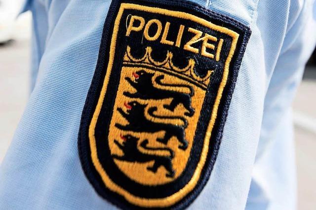 Unbekannte rauben junger Frau in der Schnewlinstraße ihr Handy