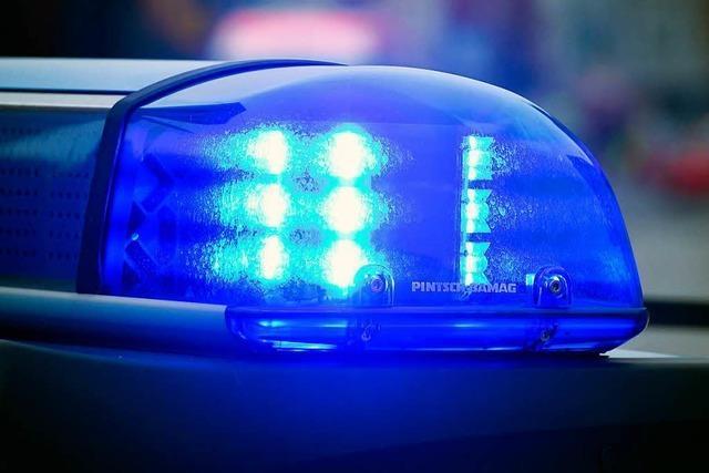 Türkisfarbene Spuren am Auto – Polizei sucht Zeugen