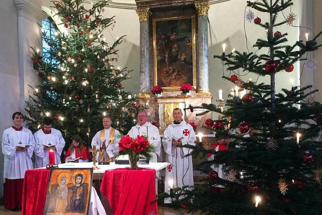 Auch für  Pfarrer Josef  Dorbath (zwei...nst mit jungen Taizé-Gästen in Istein.  | Foto: privat
