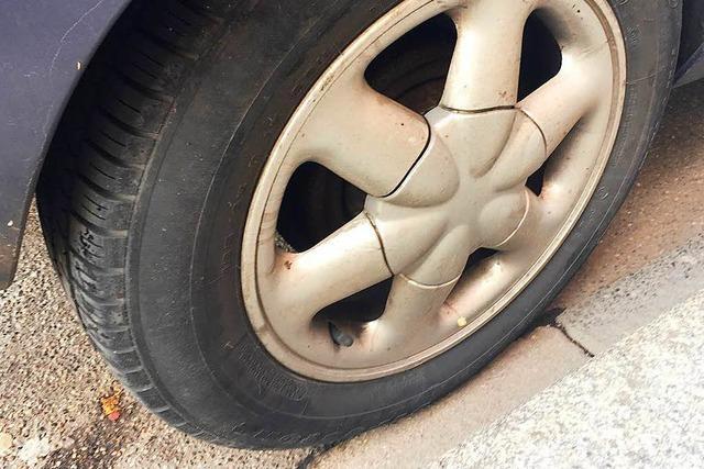Junge Fahrerin verliert in Lörrach Kontrolle über ihr Auto