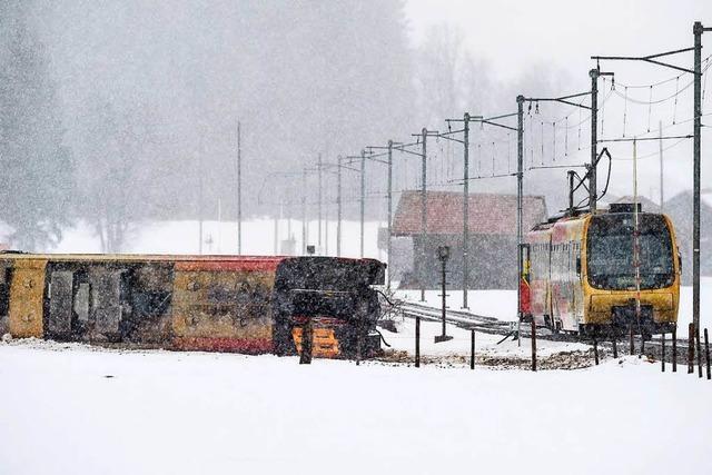 Sturmböe wirft Bahn im Kanton Bern um – mehrere Verletzte