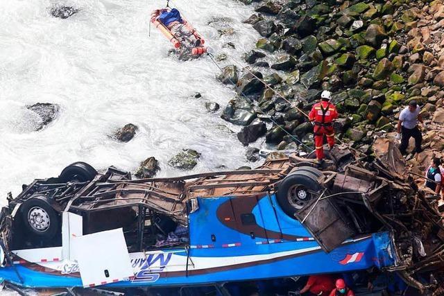 Dutzende Menschen sterben bei Busunglück in Peru