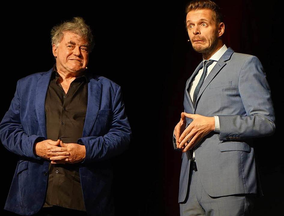 Florian Schroeder und Volkmar Staub bei ihrem Auftritt in Aitern im Dezember.  | Foto: Roswitha Frey